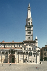 A closer view of Modena's masterpieces: Duomo and Ghirlandina