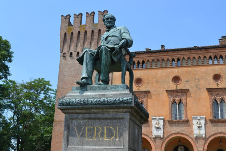 Giuseppe Verdi statue