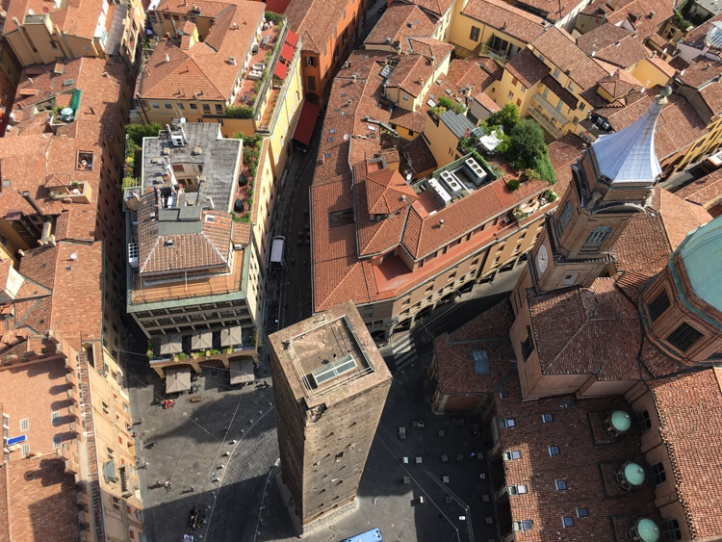 Climbing Bolognas Asinelli Tower Bologna Uncovered