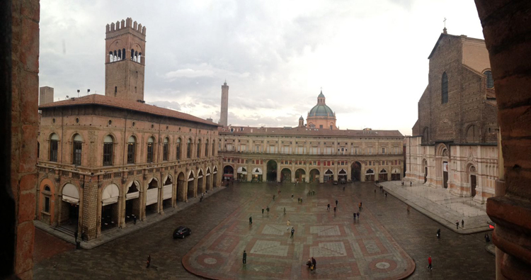 bologna-view-palazzo-accursio