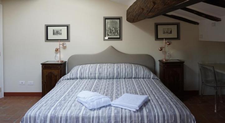 Room at Casa Isolani B&B.