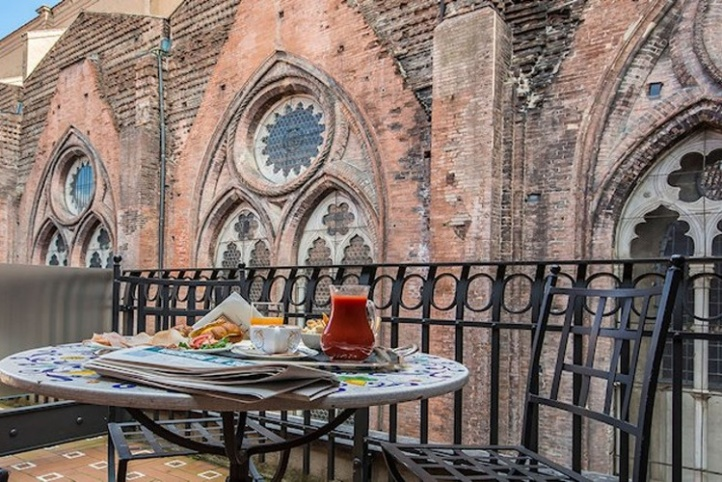 View on the side of the Basilica di San Petronio from deluxe room at Art Hotel Commercianti.